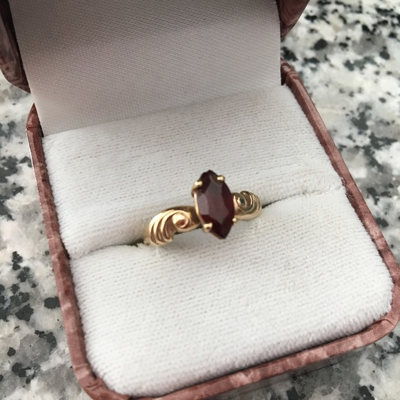 Jewelry - 10k Gold Ring with Garnet